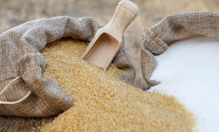 White-sugar-and-brown-sugar